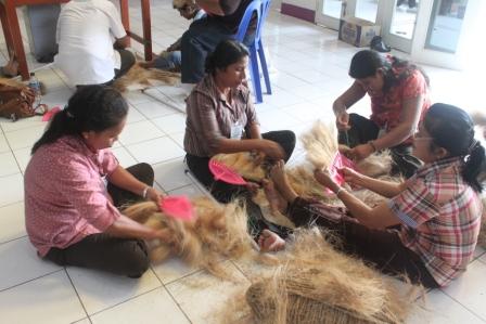 Pelatihan Pengolahan Kelapa Bersama Rumah Kelapa Indonesia